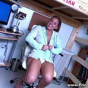 Meet Princessblueyez In Her Dorm Room HD Video