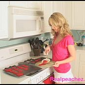 Cooking With Realpeachez Video