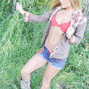 Madden Country Girl Picture Set