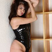 Young Gusel Lack Queen Black Latex Picture Set
