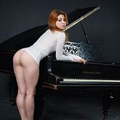 Fame Girls Foxy Piano Picture Set 037