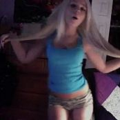 Hot Amateur Blonde Twerking For Iggy Video