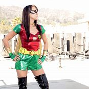 Andi Land Rooftop Robin Picture Set