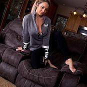 Nikki Sims Black Yoga Pants Picture Set