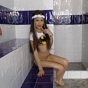 Heidy Model Batgirl Shower Striptease 4K UHD Video