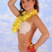 TeenMarvel Claire Hula Girl Picture Set