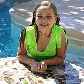 ModelingDVDs Vanessa Green Pool Picture Set
