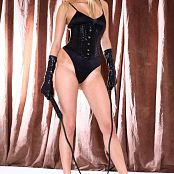 Young Gusel Domina Look Picture Set
