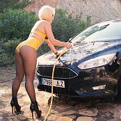 Lara Larsen Kinky Car Wash HD Video