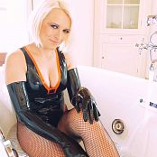 Lara Larsen Latex & Spa HD Video
