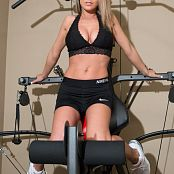Nikki Sims Working Out Picture Set