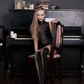 Silver Jewels Alice Piano Picture Set 1