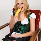 TeenMarvel Lili Banana Picture Set