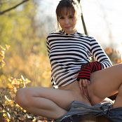 Ariel Rebel Casual Spreads 2 Picture Set