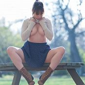 Ariel Rebel Park Bench Picture Set 3