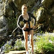 MarvelCharm Kira Hiking Picture Set