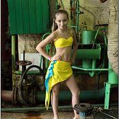 TeenModelingTV Alice Yellow Black Picture Set