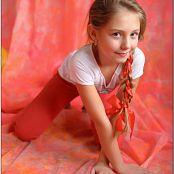 TeenModelingTV Alissa Balloon Hearts Picture Set
