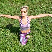 Madden Stretch It Out Picture Set