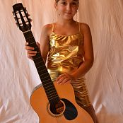 Silver Starlets Ariana Golden Guitar Picture Set 001