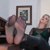 Goddess Kim Pantyhose Foot Puppy HD Video