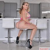 Download Kagney Linn Karter AssMasterpiece 01/18/2018 Picture Set & HD Video