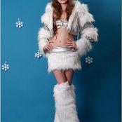 Download TeenModelingTV Bella Winter Vinyl Picture Set