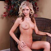 Download Cali Skye Full Nude Custom Picture Set 001