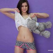 Download Linda Model Striptease HD Video 002