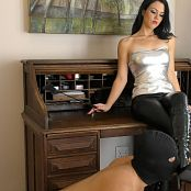Young Goddess Kim Desk Boot slave Video 080519 mp4