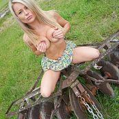 Madden Farmgirl 079