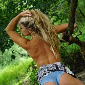 Madden Freckle Island Picture Set