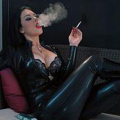 Young Goddess Kim Latex Smoke Seductress Video 160719 mp4