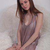 Alisa Model Set 032 001