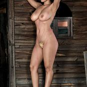 Luciana Model Topless 004