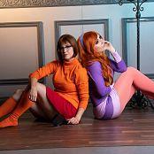 Jessica Nigri and Meg Turney Velma and Dapne 004