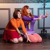 Jessica Nigri and Meg Turney Velma and Dapne 005