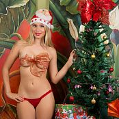 Tammy Molina Christmas TCG Set 008 001