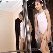 Farshion Land Fashion Dolls Charlotte Xmas Special 4K UHD Video 002 060220 060220 mp4