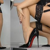 Goddess Poison Worship Poisons Ass legs nylons feet and Louboutins Video 040520 mp4