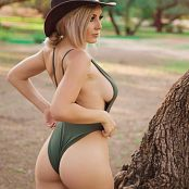 Jessica Nigri Green Desert Picture Set