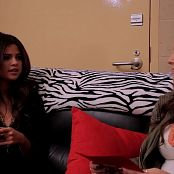 Selena Gomez 2013 11 21 Selena Gomez In The HOT Seat With Brooke Taylor Video 250320 mp4
