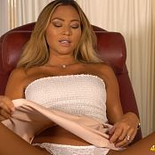 natalia flashing the doctor full hd Video 140920 mp4