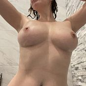 Meg Turney Bath Time Candids Pics 070221 002