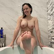 Meg Turney Bath Time Candids Pics 070221 003