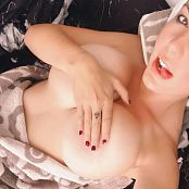 Jessica Nigri Fresh Out of The Shower 004