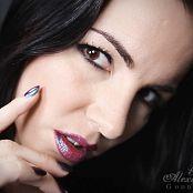 Alexandra Snow Lip Venom HD Video