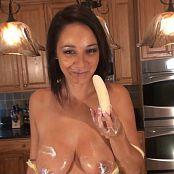 Nikki_Kitchen_Banana_HDwmv-00009