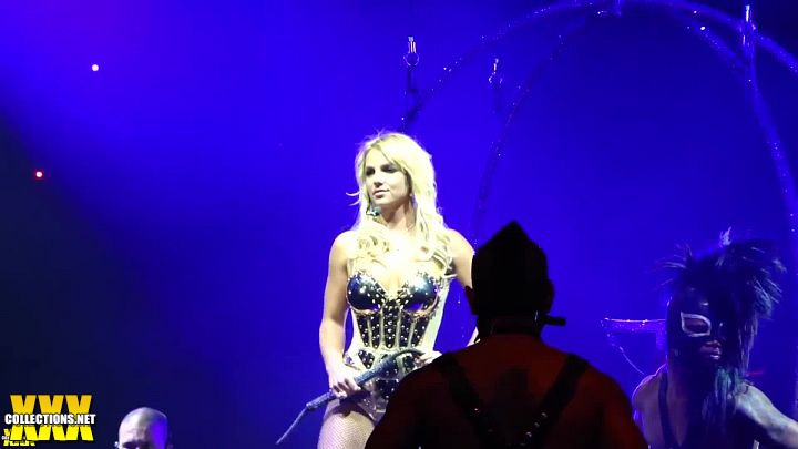 Britney Spears Very Sexy In Golden Armor Circus Tour Hd Video Download
