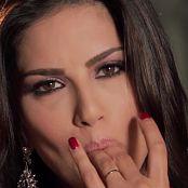 Sexy Sunny Leone Fucks Herself HD Video